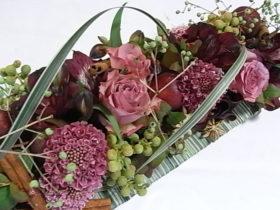 お祝いの花 ローズ、ミスカンサス、スカビオサ