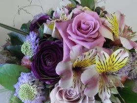 誕生日の花:ローズ、ラナンキュラス、アルストロメリアなど