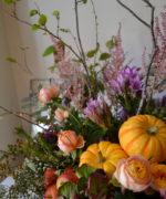 秋色アレンジ、カボチャ、姫リンゴ等