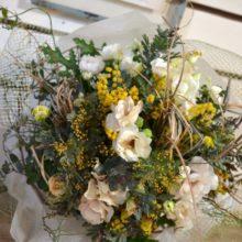 ナチュラルな小花が好きな女性へ送別の花束