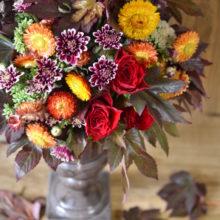 エントランスを彩る秋色のアレンジメント